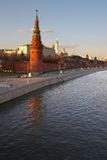 Torretta del Kremlin a Suare rosso e fiume a Mosca. Fotografie Stock