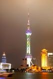 Torretta della perla di Schang-Hai alla notte Fotografie Stock Libere da Diritti