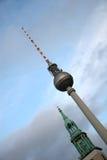 Torretta della televisione e della chiesa a Berlino Fotografia Stock