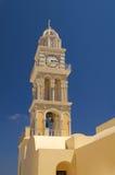 Torretta di alta chiesa con gli orologi Immagine Stock