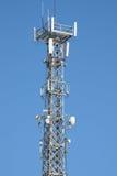Torretta di antenna di comunicazione e strumentazione del ripetitore Immagini Stock Libere da Diritti
