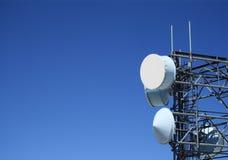 Torretta di antenna di a microonde immagine stock libera da diritti