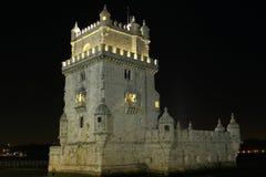 Torretta di Belem di vista di notte fotografia stock