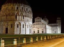 Torretta di inclinzione di Pisa entro la notte Fotografie Stock Libere da Diritti