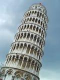 Torretta di inclinzione di Pisa sopra il cielo Fotografia Stock Libera da Diritti