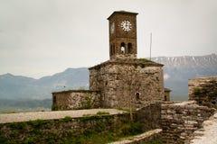 Torretta di orologio nel castello di Gjirokaster Fotografia Stock