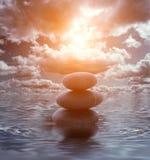Torretta di pietra nel mare Fotografia Stock Libera da Diritti