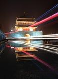 Torretta di segnalatore acustico del Xian nella notte dopo pioggia Fotografia Stock Libera da Diritti