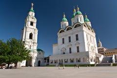 Torretta di segnalatore acustico e della cattedrale Cremlino in Astrachan' fotografie stock libere da diritti