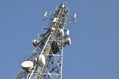 Torretta di telecomunicazione con le antenne Fotografia Stock