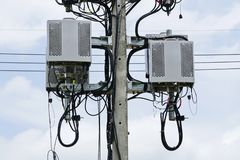 Torretta di telecomunicazione Trasmettitore senza fili dell'antenna di comunicazione fotografie stock libere da diritti