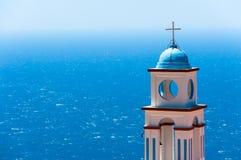 Torretta di una chiesa sopra il mare Fotografie Stock Libere da Diritti