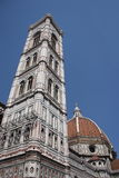 Torretta e cupola della cattedrale di Firenze immagine stock