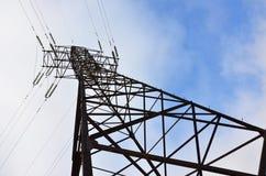 Torretta elettrica ad alta tensione Pilone della trasmissione di elettricità Immagini Stock