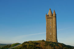 Torretta famosa di Scrabo in Irlanda del Nord Fotografia Stock