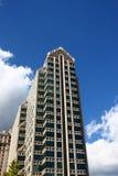Torretta moderna del condominio sotto Nizza i cieli Fotografia Stock Libera da Diritti