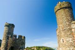 Torrette del castello e del cielo blu Fotografie Stock