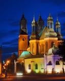 Torrette della chiesa gotica della cattedrale entro la notte Immagini Stock Libere da Diritti