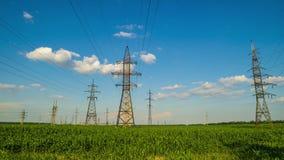 Torrette della trasmissione di energia elettrica video d archivio