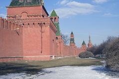 Torrette di Mosca Kremlin Foto di inverno di colore Fotografie Stock Libere da Diritti