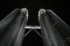 Torri di Petronas nella notte Fotografia Stock