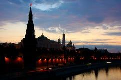 Torrette e chiesa davanti al cielo di mattina Immagine Stock Libera da Diritti