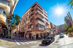 TORREVIEJA, SPANIEN - 10. NOVEMBER 2017: Im Stadtzentrum gelegene Verkehrsüberfahrt Lizenzfreie Stockbilder