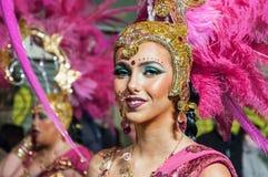 TORREVIEJA, SPANJE, 11,2018 FEBRUARI: De Groep en het kostuum van Carnaval Stock Foto