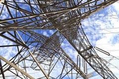 Torri ad alta tensione del trasporto di energia Immagine Stock