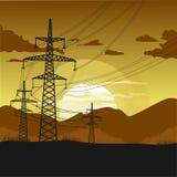 Torri ad alta tensione della trasmissione Bello paesaggio al tramonto royalty illustrazione gratis