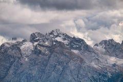 Torri alte di Cadini di Misurina nelle alpi della dolomia Immagini Stock
