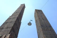 Torri Bologna Italy dovuta fotografie stock libere da diritti