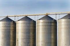 Torri d'acciaio del silo di grano Immagini Stock Libere da Diritti