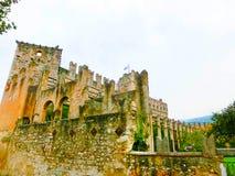 Torri del Benaco slott på sjön Garda i Italien Arkivbild