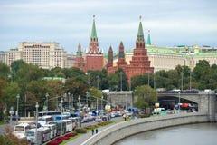 Torri del Cremlino di Mosca, giorno nuvoloso di settembre Mosca, Russia Fotografia Stock