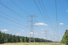 Torri del trasporto di energia Fotografia Stock Libera da Diritti