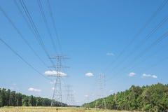 Torri del trasporto di energia Fotografia Stock