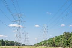 Torri del trasporto di energia Immagini Stock Libere da Diritti