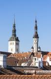 Torri della chiesa di San Nicola e municipio a Tallinn, Estonia Immagine Stock Libera da Diritti