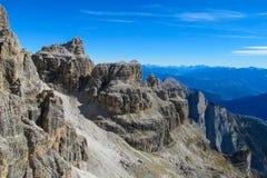 Torri della montagna rocciosa delle dolomia, Dolomiti di Brenta Fotografia Stock