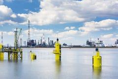 Torri della raffineria del porto di Anversa Fotografia Stock