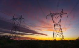 Torri della trasmissione di corrente elettrica Fotografia Stock