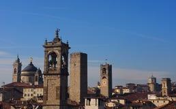 Torri di Bergamo Alta a mezzogiorno Immagine Stock Libera da Diritti