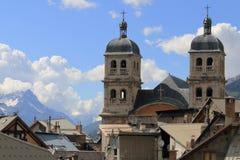 Torri di chiesa collegiale di Notre-Dame-et-St-Nicolas, Briancon, Francia Immagini Stock