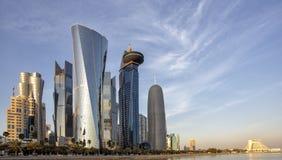 Torri di Doha al tramonto fotografie stock libere da diritti
