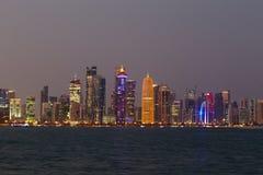 Torri di Doha con il ritratto dell'emiro Fotografia Stock Libera da Diritti