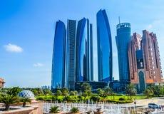 Torri di Etihad, una serie di cinque edifici alti ed hotel in Abu Dhabi Corniche, UAE immagini stock