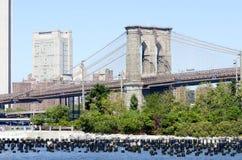 Torri di Manhattan del ponte di Brooklyn Immagine Stock Libera da Diritti