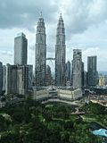 Torri di Petronas e parco di KLCC, Malesia Fotografia Stock