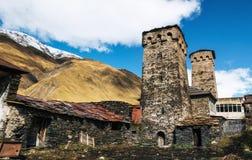 Torri di Svan e casa del machub con la pietra per lastricare, Ushguli, Svaneti, Georgia Immagine Stock Libera da Diritti
